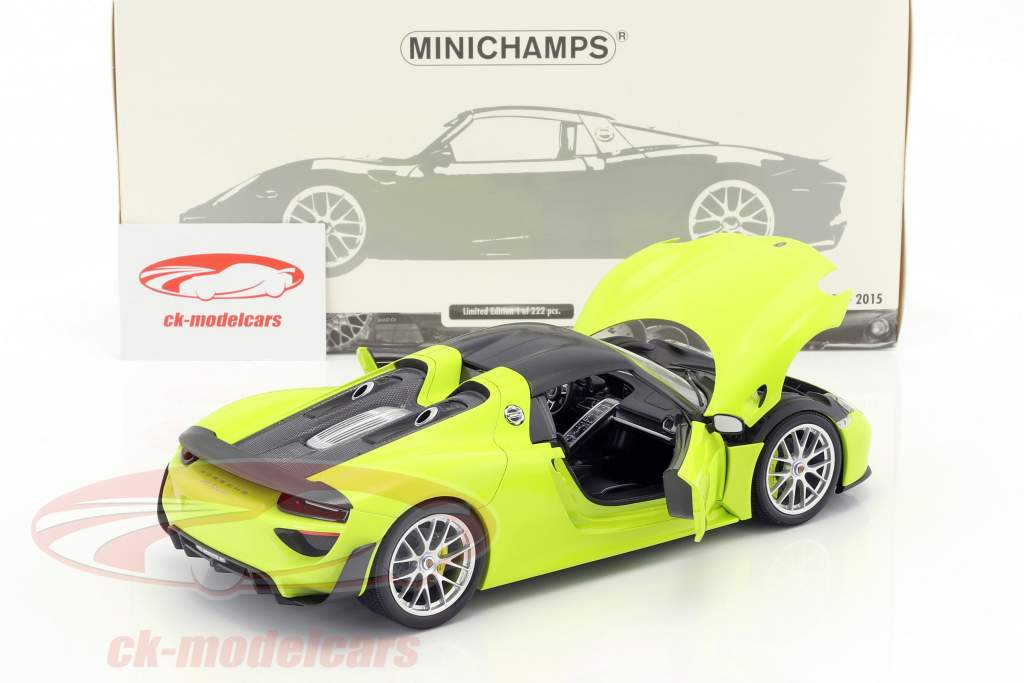 Porsche 918 Spyder Weissach Package year 2015 bright green 1:18 Minichamps