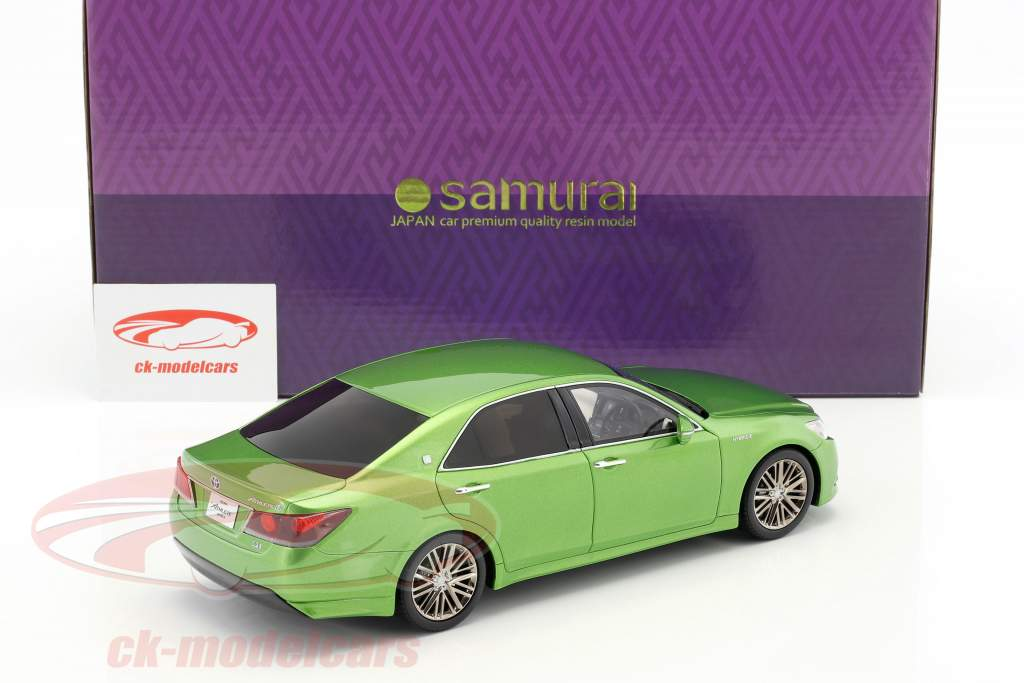 Toyota Crown Hybrid Athlete S verde metallico 1:18 Kyosho