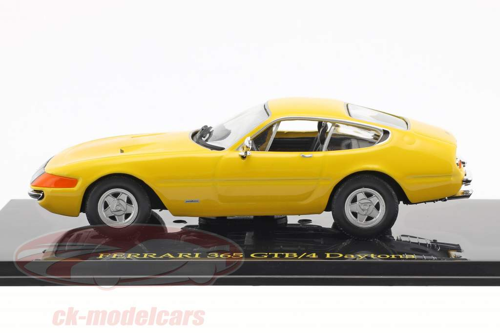 Ferrari 365 GTB/4 Daytona yellow with showcase 1:43 Altaya