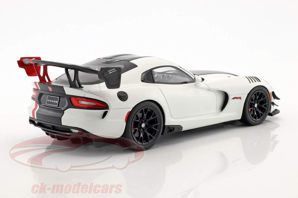 Dodge Viper ACR year 2016 white / black 1:18 GT-Spirit