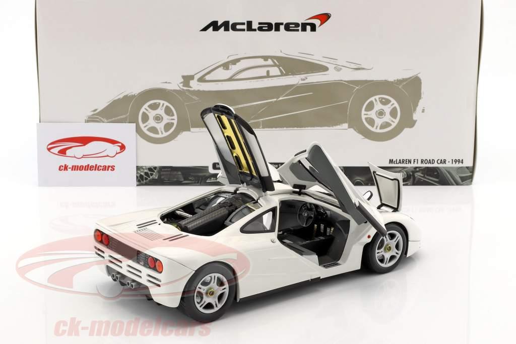 McLaren F1 Road Car anno di costruzione 1993/94 bianco 1:18 Minichamps