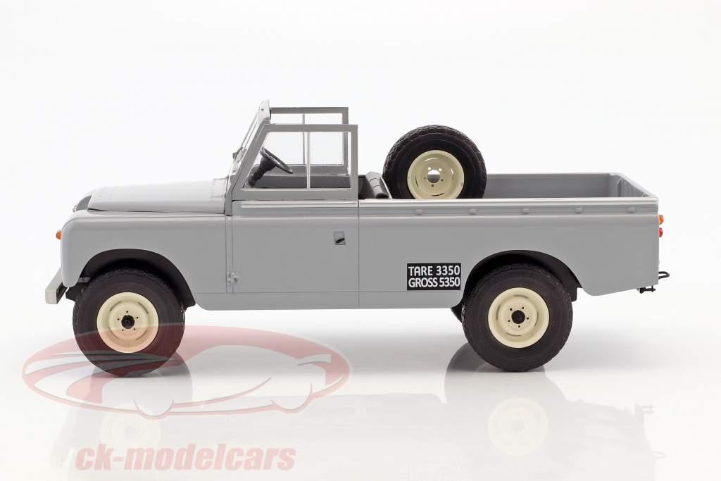 Land Rover 109 Series II Pick-Up Baujahr 1959 grau 1:18 Model Car Group