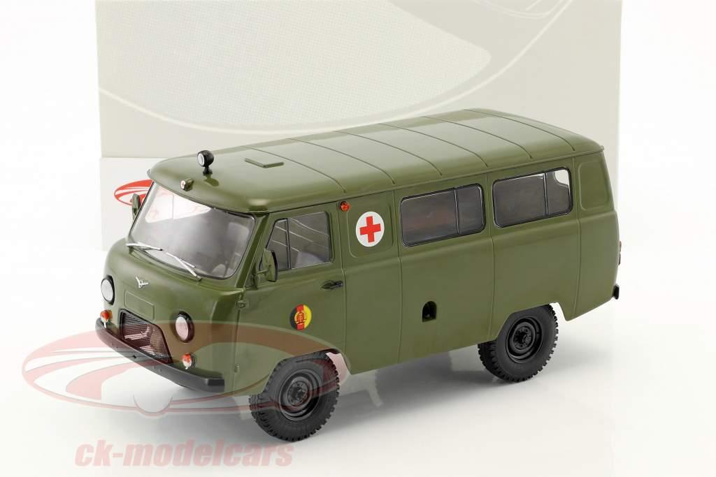 UAZ 452A (3962) ambulance NVA année de construction 1985 olive 1:18 Premium ClassiXXs