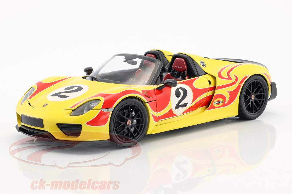 Porsche 918 Spyder Weissach Package year 2015 yellow with red stripes 1:18 Minichamps