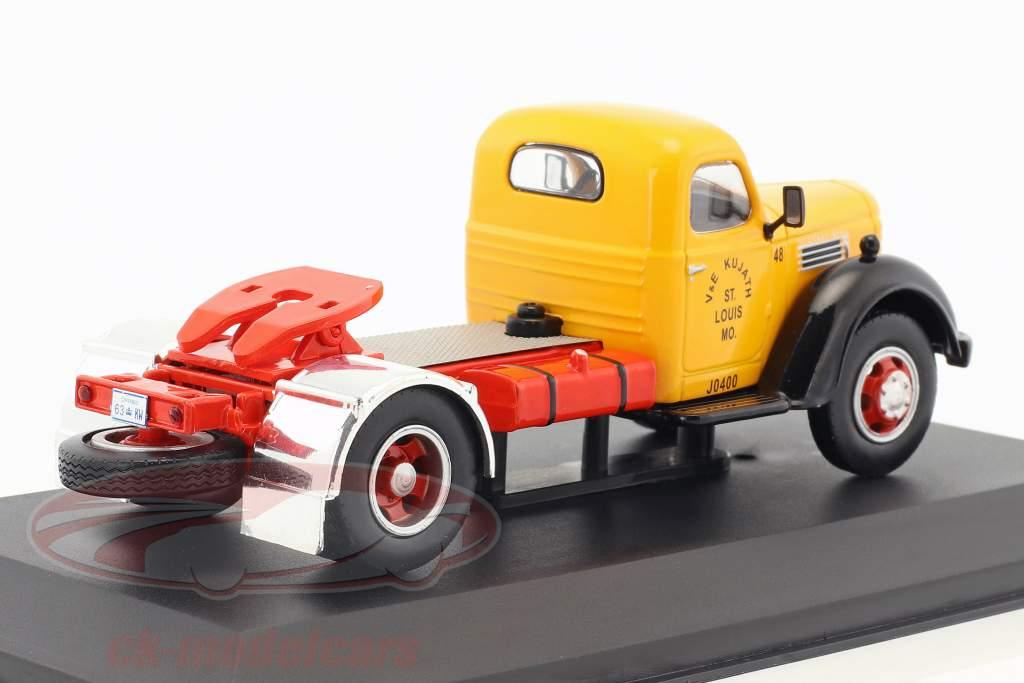 International Harvester KB7 anno di costruzione 1948 giallo / rosso / nero 1:43 Ixo