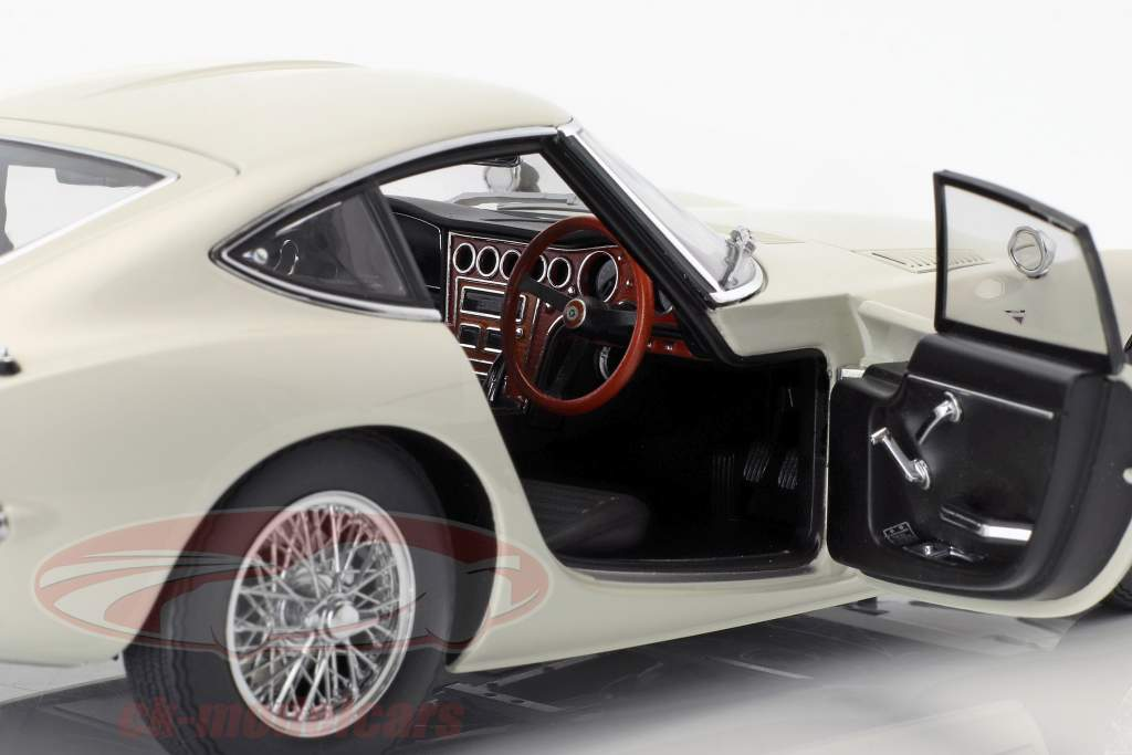 Toyota 2000GT coupe with spoke rims year 1965 white 1:18 AUTOart