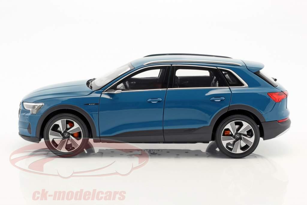 Audi e-tron antigua blau 1:18 Norev