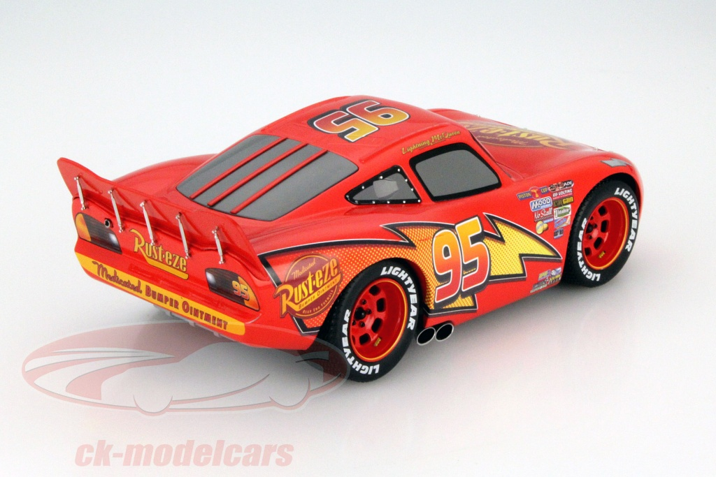 lightning mcqueen from the disney movie cars with showcase red yellow 118 schuco - Mcqueen Flash Mcqueen