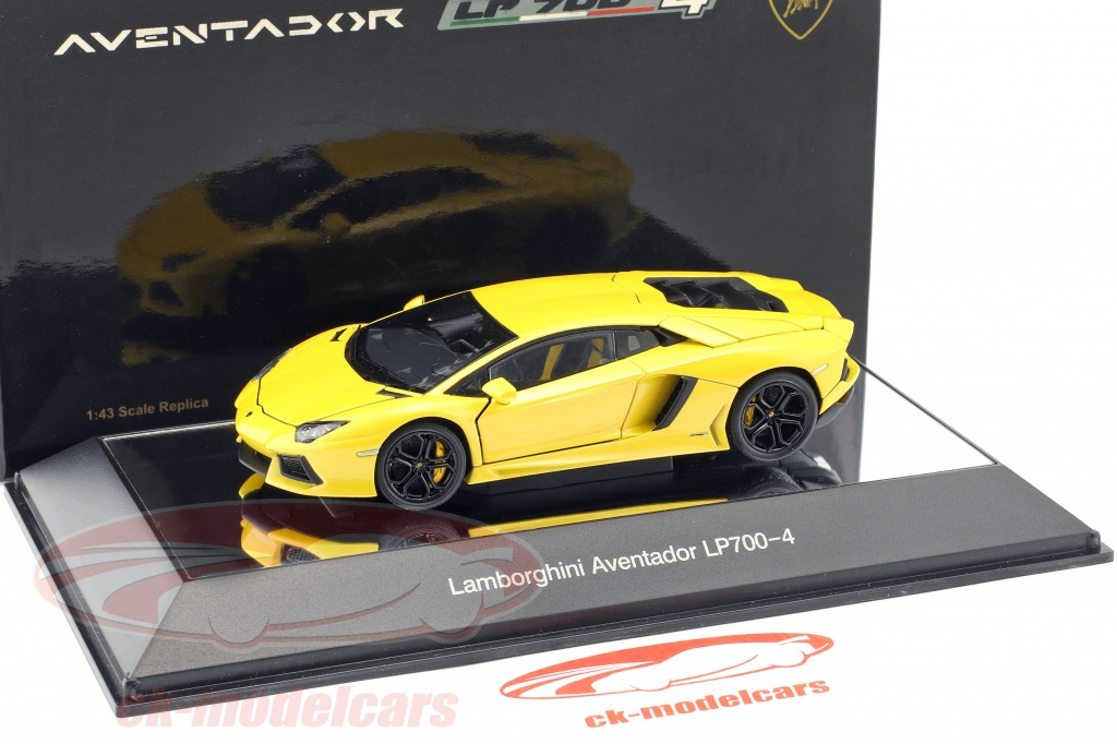 Lamborghini Aventador LP700,4 built in 2011 yellow metallic 143 AUTOart