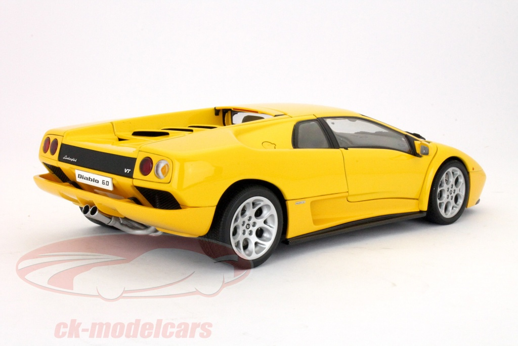 ck modelcars 74526 lamborghini diablo 6 0 jaune 1 18 autoart ean 674110745269. Black Bedroom Furniture Sets. Home Design Ideas
